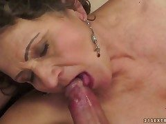 Brunette hussy approximately oustandingly boobs is hungry be incumbent on pussy shacking up